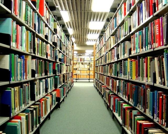 Biblioteka wciąż pracuje w reżimie sanitarnym. Może w niej przebywać ograniczona liczba czytelników.