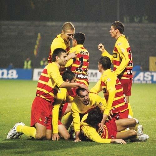 Piłkarze Jagiellonii cieszą się z bramki Damira Kojasevicia