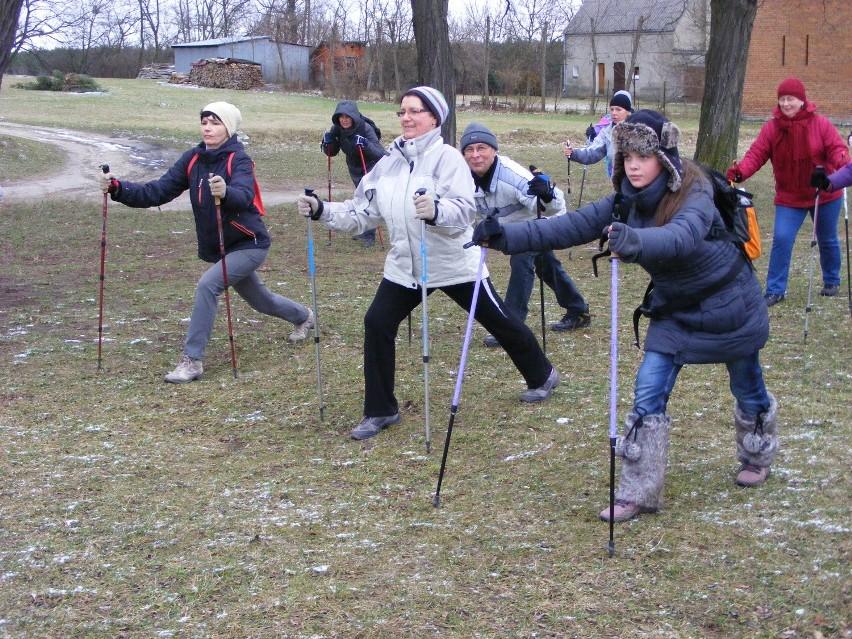 Marsze nordic walking i bezpłatne szkolenia w marszach z...