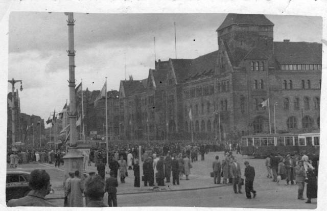 Do Muzeum Powstania Poznańskiego – Czerwiec 1956 trafiły cztery dotąd niepublikowane zdjęcia wykonane 28 czerwca 1956 roku wykonane przez jednego z gości Międzynarodowych Targów Poznańskich.