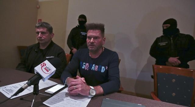 Detektyw Krzysztof Rutkowski na czwartkowej (1.12.) konferencji prasowej w Zielonej Górze.
