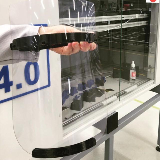 Inżynierowie z sieradzkiego Scanfilu skonstruowali drukarkę 3 D i produkują przyłbice