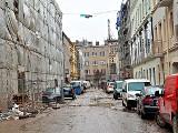 Ul. Włókiennicza, czyli plac wielu budów. Metamorfozę przechodzą kamienice i ulica, buduje się pasaż. ZDJĘCIA