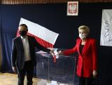 Wybory prezydenckie 2020. Andrzej Duda z żoną zagłosował w Krakowie [ZDJĘCIA]