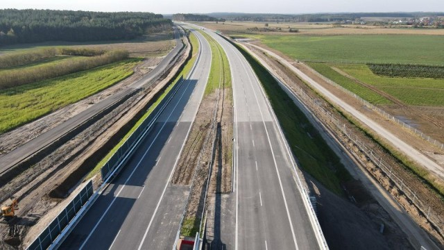W ostatnich miesiącach widać wyraźny postęp budowy drogi ekspresowej S5 na wszystkich realizowanych odcinkach.
