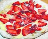 Pizza z truskawkami na słodko [PRZEPIS]