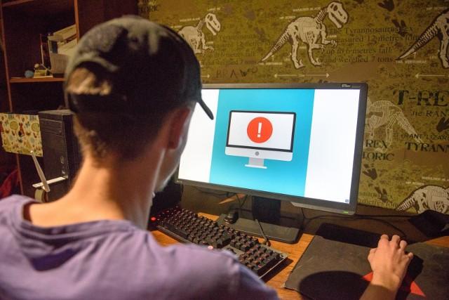 Policja apeluje, abyśmy zwracali uwagę na pliki, które pobieramy i otwieramy na swoich komputerach. Czytaj więcej na kolejnych slajdach. Posługuj się klawiszami strzałek, myszką lub gestami