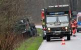 Wypadek na poligonie w Nowej Dębie. Wojskowy star zjechał z drogi i uderzył w drzewo (ZDJĘCIA)