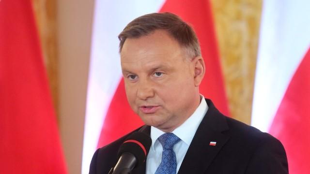Podwyżka dla prezydenta. Andrzej Duda zarobi blisko 2 mln złotych do końca kadencji. Pierwsza Dama również otrzyma pensję
