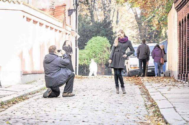 """""""Pierwsza miłość"""" to serial, którego ekipa może zapukać do drzwi każdego wrocławianina  Jego twórcy starają się pięknie zaprezentować miasto"""