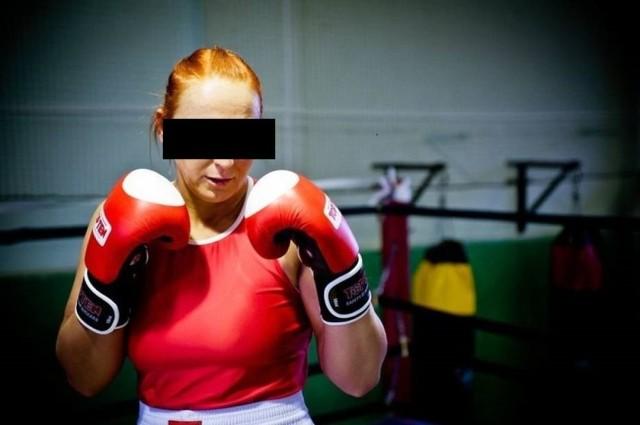 Karolina K. jest trenerem osobistym i bokserką Stelli Gniezno. Za pośredni udział w rozboju zastosowano wobec niej dozór policyjny, zakaz zbliżania się do pokrzywdzonego i poręczenie majątkowe
