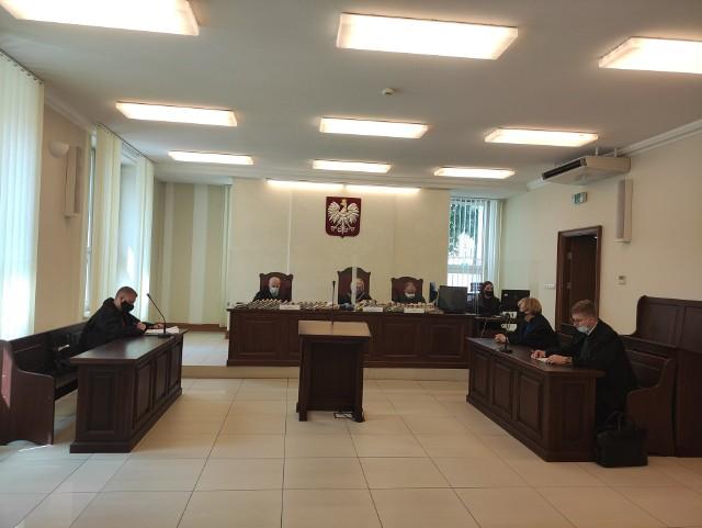Żadna z osób oskarżonych nie uczestniczyła w procesie odwoławczym. Za zarzucane im przestępstwa groziło nawet 10 lat więzienia.