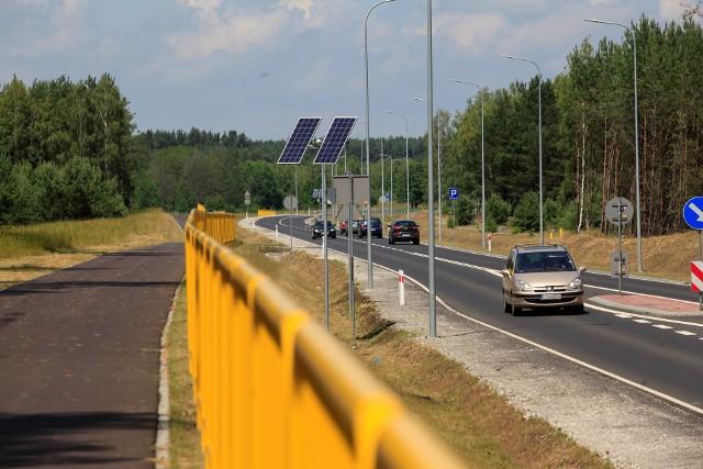 Obwodnice ułatwiają życie mieszkańcom i kierowcom przejeżdżającym przez dane miejscowości. Tak jest np. na drodze wojewódzkiej między Tucholą a Świeciem, gdzie w 2019 roku wybudowano obwodnicę Płazowa