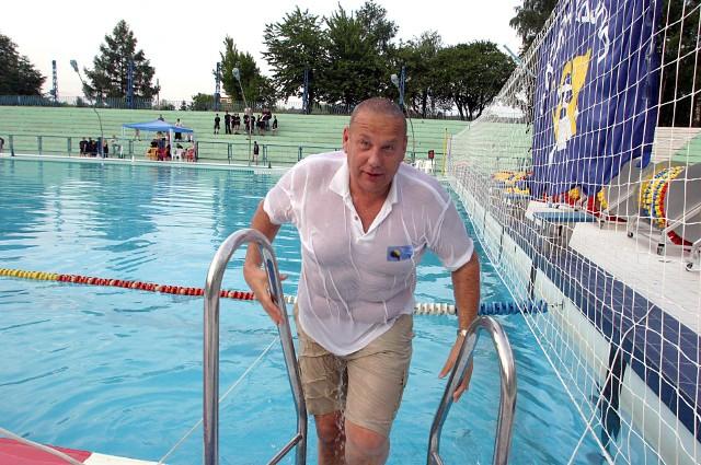Trener Edward Kujawa doskonale wie, jak smakuje kąpiel w ubraniu po zdobyciu tytułu mistrza Polski