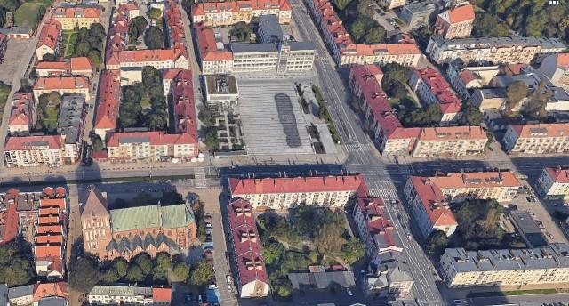 Ranking Miast dla Młodych przygotowany został przez Fundację Schumana. Koszalin znalazł się w nim na 26. miejscu. Sprawdź, jak wypadliśmy w poszczególnych kategoriach. Pod uwagę brane były m.in.: lokalna gospodarka, edukacja, infrastruktura, mobilność, dostępność do kultury i rozrywki, zdrowia i opieki.Fundacja Schumana opublikowała Ranking Europolis. Miasta dla młodych, w którym zbadano atrakcyjność 66 polskich miast dla ich młodych mieszkańców. Pierwsze miejsce zajęła Warszawa z wynikiem 55 punktów. Co ciekawe, zwyciężyła tylko w jednej z siedmiu kategorii rankingu, określającym kondycję gospodarczą. W tej dziedzinie zdeklasyfikowała jednak wszystkie inne polskie miasta. Zrównoważone, dość wysokie noty w większości pozostałych obszarów zapewniły jednak stolicy Polski prowadzenie w całościowym zestawieniu. Drugie miejsce zajął Rzeszów. Jego największa zaleta to wysokiej jakości edukacja, zarówno jeśli chodzi o wyższe uczelnie, jak i szkoły średnie - w tym licealne i zawodowe. Podium rankingu Europolis zamykają Katowice. Miasto to zdecydowanie prowadzi jeżeli chodzi o dostępność do dobrej jakości opieki zdrowotnej.Skład pierwszej dziesiątki rankingu Europolis. Miasta dla młodych nie jest zaskoczeniem: za Katowicami plasują się Gdańsk (zwycięzca kategorii Otwartość) i Kraków (zwycięzca kategorii Kultura i rozrywka), a następnie Wrocław, Opole, Poznań, Sopot i Łódź. Z wyjątkiem bogatego i prężnego Sopotu wszystkie są miastami wojewódzkimi - ośrodkami, które ze względu na swój potencjał gospodarczy i kulturalny cieszą się dużą siłą przyciągania. Interesujące są dobre wyniki Opola i Łodzi - miast, które w ostatnich latach zmagają się z depopulacją, w tym zwłaszcza w najmłodszych grupach wiekowych.Należy podkreślić, że całościowe wyniki nie są dla polskich miast zbyt dobre. Tylko dwa miasta otrzymały więcej niż połowę możliwych punktów, ale aż 28 nie przekroczyło progu 30 punktów (na 100 możliwych). Co więcej, w pierwszej piętnastce znalazły się ośrodki lepsze o ledwie k