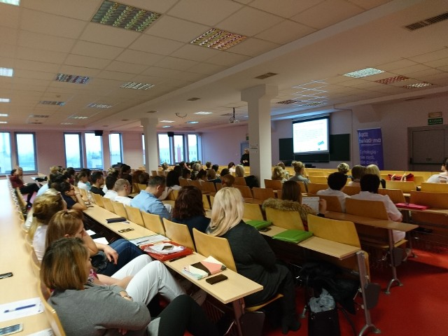 Wykład na temat Europejskiego Kodeksu Walki z Rakiem  prowadzi Jadwiga Zapała.