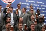 Robert Lewandowski i jego koledzy z Bayernu w piwnej sesji zdjęciowej przed Oktoberfest [ZDJĘCIA]