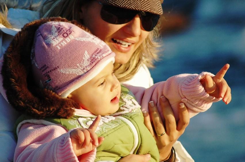 26 maja obchodzimy Dzień Matki. Ile miesięcznie kosztuje dziecko? [lista wydatków z podziałem na wiek]