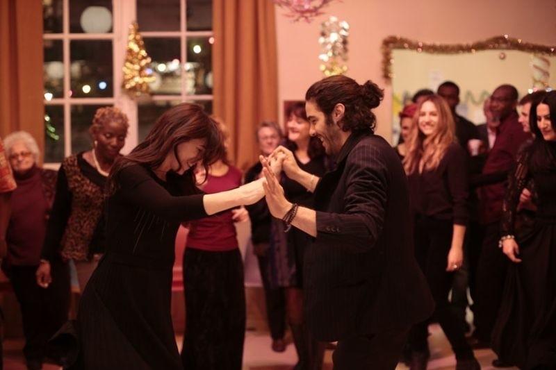 Gwiazdami filmu są Omar Sy (Nietykalni) i Charlotte Gainsburg (Nimfomanka).