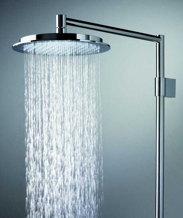 Prysznic zamiast kąpieli. Pod natryskiem w ciągu 5 minut zużywa się połowę tego, co w wannie.