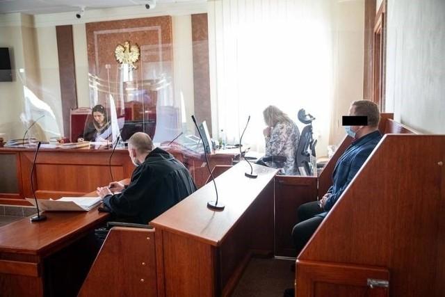 Za zajście na ul. Sopoćki, oskarżony poniósł karę dyscyplinarną. Wciąż pracuje jednak w policji.