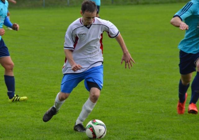 Paweł Bąk strzelił zwycięskiego gola dla Bucovii Bukowa w meczu z Grodem Ćmińsk. To trzecia bramka zawodnika z Bukowej zdobyta w tym sezonie klasy okręgowej