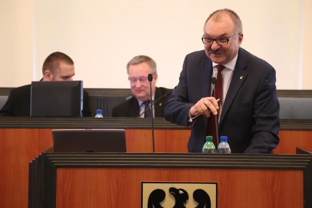 PiS chce odwołania marszałka Cezarego Przybylskiego. PO go poprze, jeśli spełni jej warunki