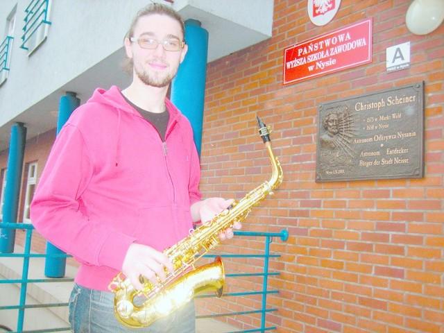 Taras Bakowski z Ukrainy już studiuje w Nysie na kierunku jazz i muzyka estradowa. Twierdzi, że nowe unijne programy, które zakładają wymianę stypendialną młodzieży spoza krajów UE, to szansa dla jego kolegów, zwłaszcza tych, którzy mają polskie korzenie.