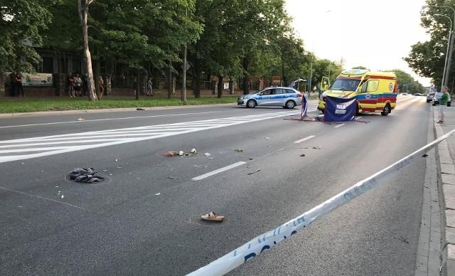 Do wypadku doszło 29 maja wieczorem na ulicy Ozimskiej w Opolu. Na oznakowanym przejściu dla pieszych przy skrzyżowaniu z ulicą Kani, została potrącona 69-letnia piesza.