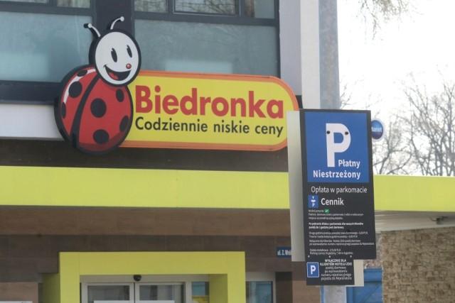 Do UOKiK docierało wiele skarg na zasady działania parkingów przy sklepach Aldi i Biedronka