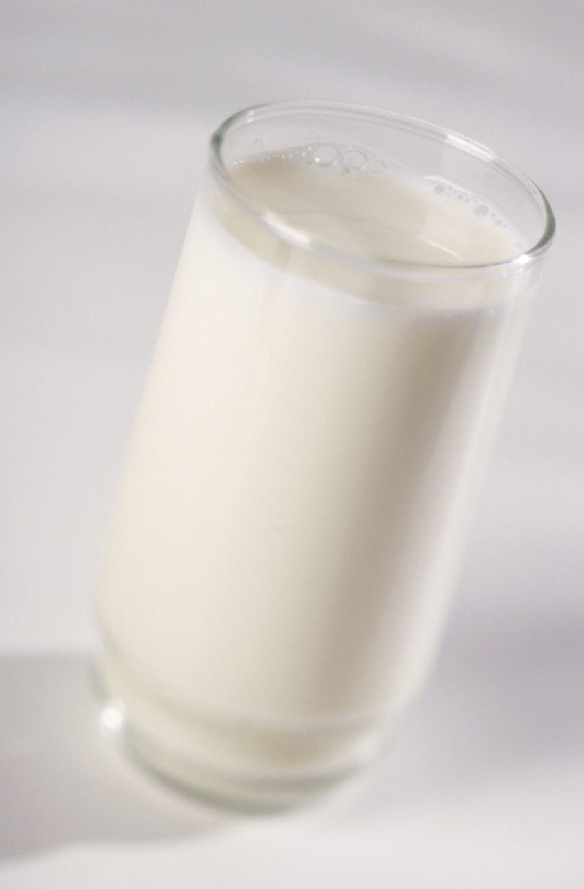 Inspektorzy PIH zakwestionowali osiem partii mleka i jego przetworów