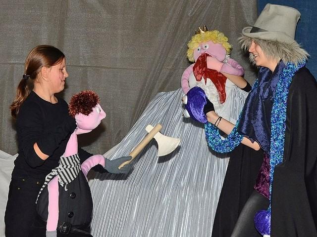 W spektaklach Teatrzyku Miszmasz występują prawdziwi aktorzy oraz lalki