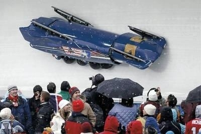 Amerykańscy bobsleiści John Napier, Charles Berkeley, Steven Langton and Christopher Fogt jechali do mety na własnych głowach Fot. EPA/Peter Klaunzer. Dostawca: PAP/EPA