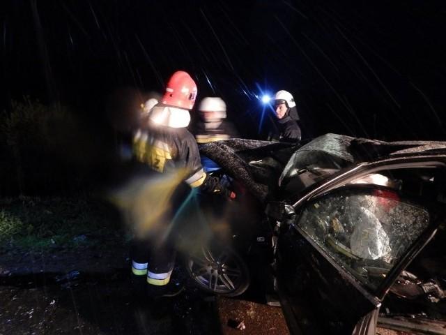 Mężczyzna w ciężkim stanie został przewieziony do szpitala w Ełku.