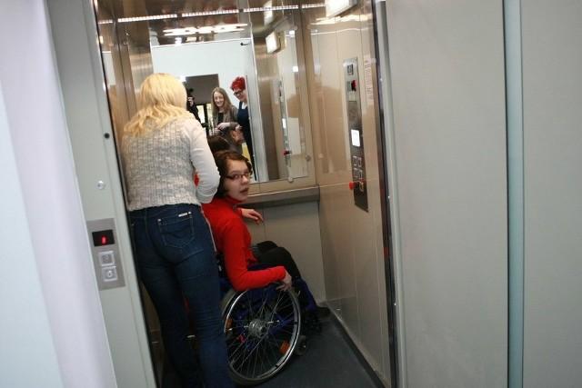 Winda dla niepełnosprawnych w III LO w SłupskuWinda dla niepełnosprawnych w III LO w Słupsku