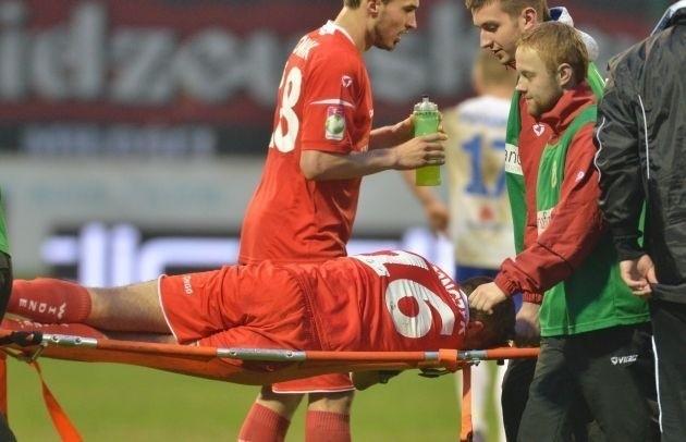 Michał Jonczyk opuścił boisko na noszach