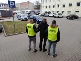 Na ul. Sienkiewicza ukradli mu słuchawki. Namierzył ich razem z policjantami