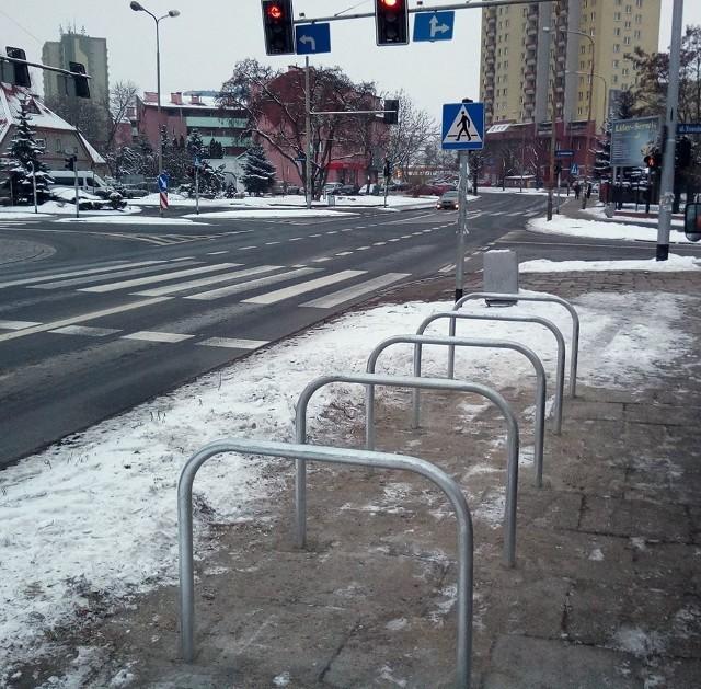 We Wrocławiu już wcześniej pojawiały się takie stojaki najprostszego modelu: mają kształt odwróconego U.