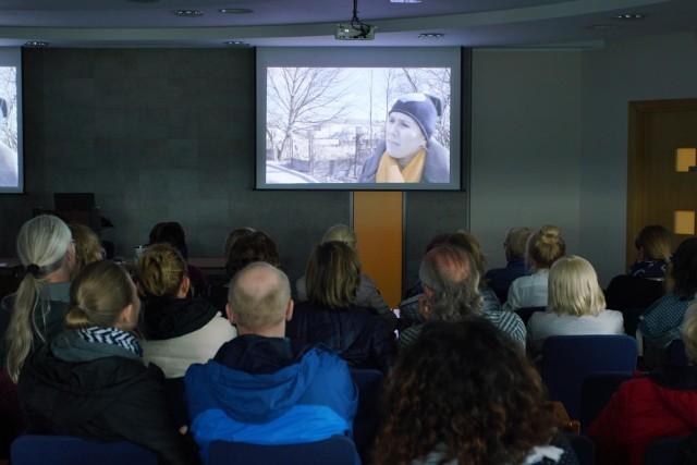 W wielu miastach organizowano publiczne pokazy filmu Sekielskich.