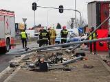 Śmiertelny wypadek w Rzgowie. Zderzyło się 5 pojazdów: 3 ciężarówki, samochód dostawczy i osobowy ZDJĘCIA