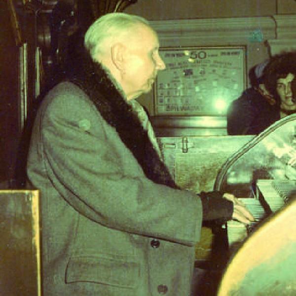 Szczepan Jankowski przez ponad 60 lat grał na organach w kościele pod wezwaniem Najświętszego Serca Pana Jezusa na placu Piastowskim.
