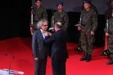 """Medal """"Bene Merito"""" dla Andrzeja Mochonia"""