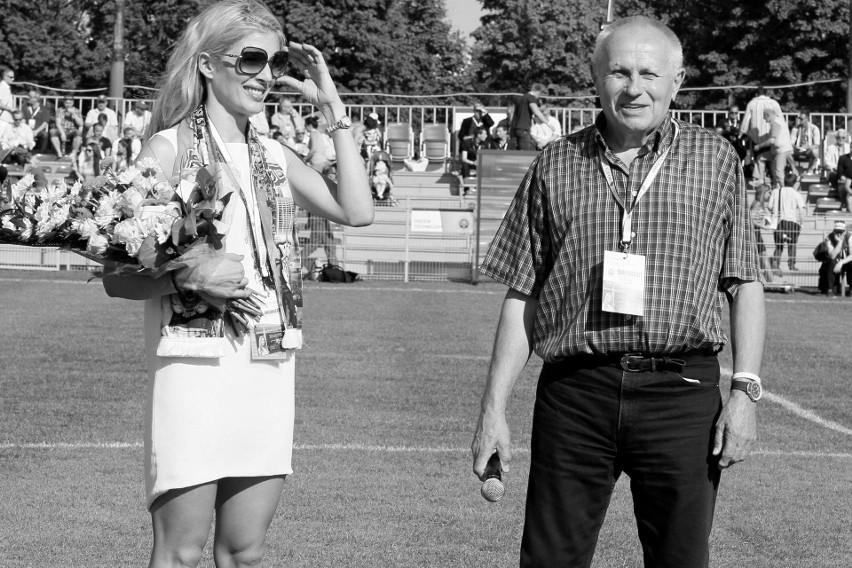 W 2012 r. został wybrany trenerem stulecia Warty Poznań....