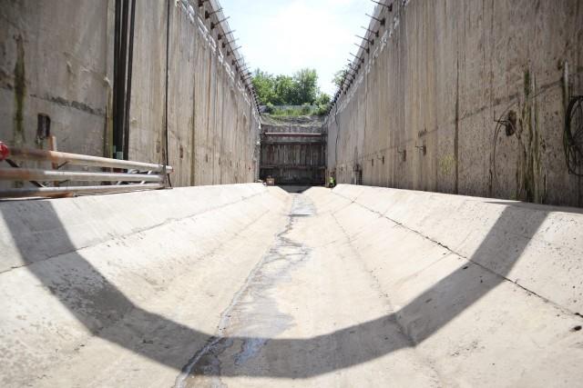 We wtorek 29 czerwca dziennikarze i fotoreporterzy mogli się przyjrzeć jak pracuje pod ziemią mniejsza z maszyn - Faustyna