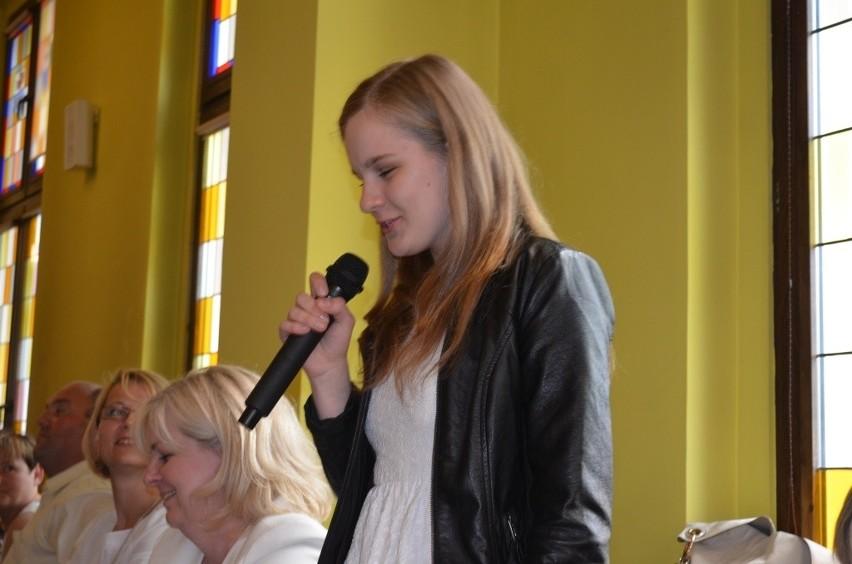 Najlepsi uczniowie z gminy Chojnice dostali tabletUczniowie  chwalili się swoimi osiągnięciami, amają zcym .