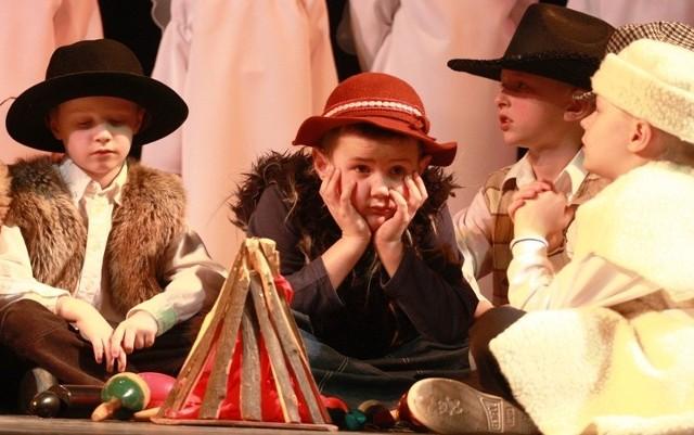 Dzieci do przeglądu przygotowują się nawet kilka miesięcy. Występ na dużej scenie jest dla nich dużym przeżyciem.