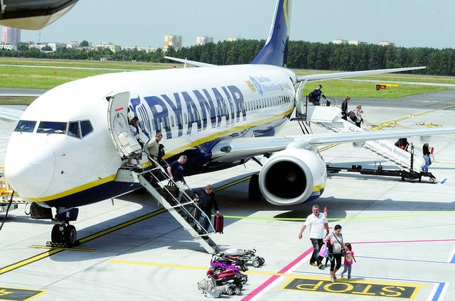 Bogaci będą latać tanimi liniami? Tak, rewolucję zapowiada Ryanair