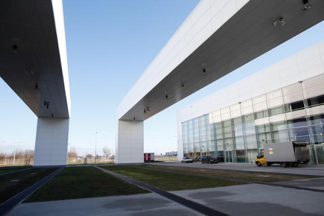 Budowa CWK kosztowała miasto 32,5 mln zł i przedłużyła się o rok z powodu ogłoszenia upadłości przez pierwszego wykonawcę - włoską firmę Omicron's. Dokończył ją POM z Krapkowic.