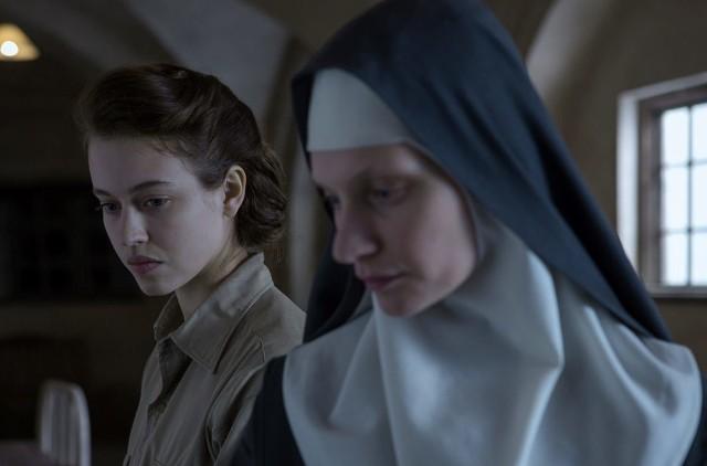 """Lou de Laâge i Agata Buzek w pięknym kadrze z filmu """"Niewinne"""""""