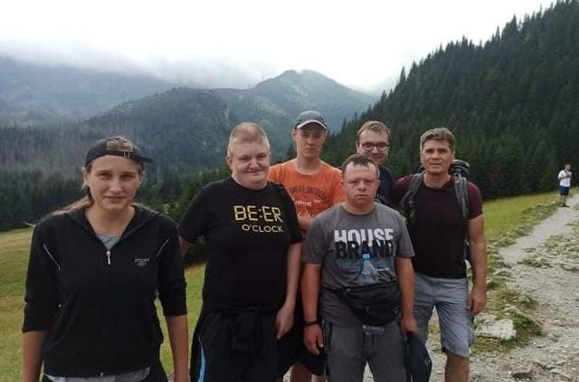 Zawodnicy Klubu Olimpiad Specjalnych Bobry w Adamowie podczas wyprawy w Tatry. W czasie obozu mają czas także na górskie wycieczki.